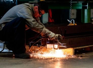 Confiança da indústria fica estável em janeiro, revela FGV