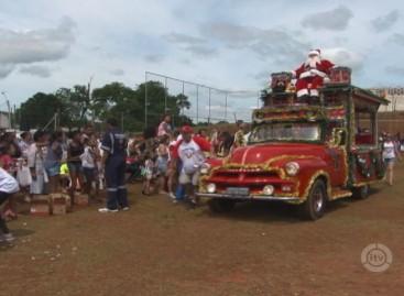 Papai Noel faz a festa das crianças no Jardim das Nações