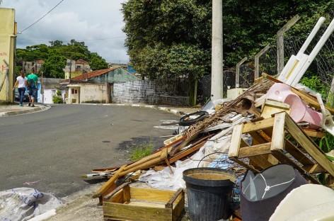 Descarte irregular de lixo gera reclamações em Itatiba