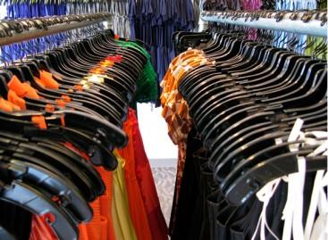 Apae de Itatiba realiza Bazar de Roupas novas e usadas