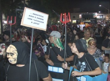 Demônios da Benjamin, Farrapos e Bloco Namoradeira agitam o carnaval de Itatiba