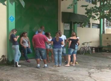 Funcionários da Fit Film fazem acampamento em frente a empresa para garantir salários