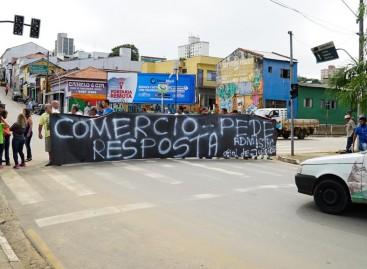 Comerciantes da Av. 29 de Abril  liberam vias, depois de uma hora de protesto