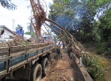Começam os serviços de limpeza no Ribeirão Jacaré