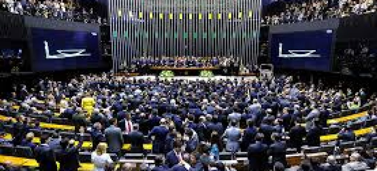 Placar final da Câmara mostra 367 votos a favor do impeachment e 137 contra