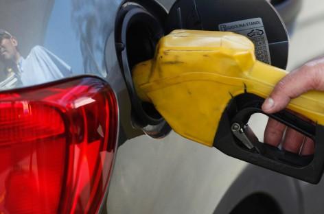 Gasolina sobe em 17 Estados e no DF