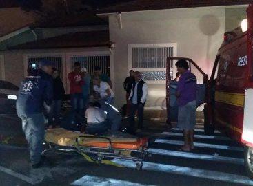 Acidente com bicicleta e carro deixa um homem ferido na noite deste sábado (14)
