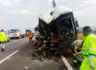 Três pessoas morreram e mais de 40 ficaram feridas em acidente