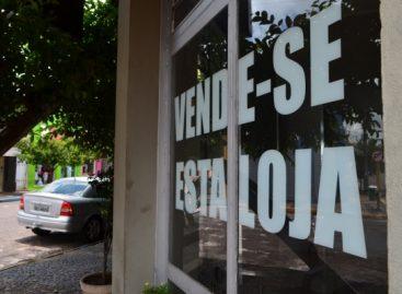 Quase 2 milhões de empresas fecharam em 2015 no País