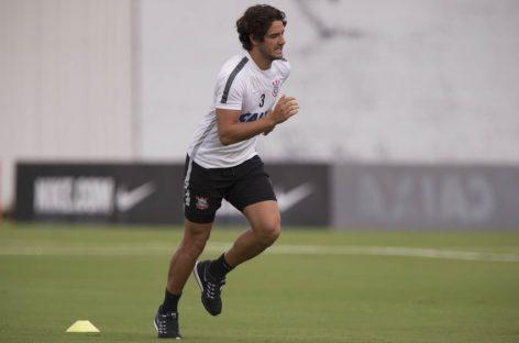 Pato quer ficar na Inglaterra e Corinthians já admite prejuízo com jogador