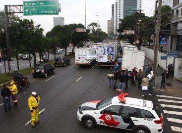 Protestos contra o impeachment de Dilma interditam vias em SP