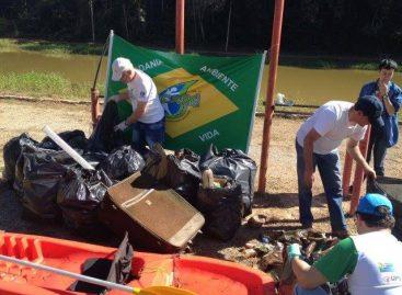Jappa retira 300 kg de lixo do Lago do Camata, em Itatiba