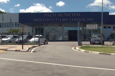 Prefeitura dispensa mais de 200 cargos comissionados