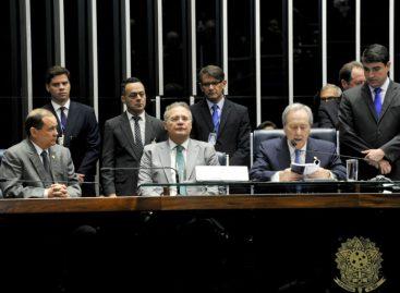 Senado aprova parecer contra Dilma e impeachment vai a julgamento