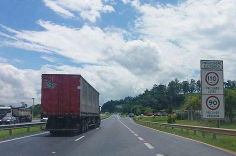 Motorista fica refém por 2 horas e bandidos roubam caminhão na D. Pedro I