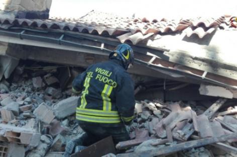 Itália começa a avaliar estragos após dois terremotos atingirem o país