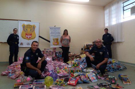 Equipe da GM faz Natal de crianças de Itatiba mais feliz
