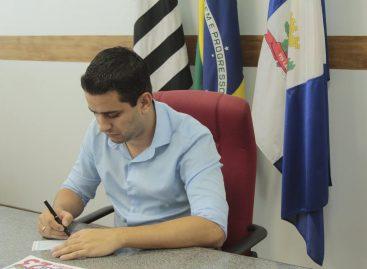 Professores e servidores públicos de Itatiba recebem salários atrasados nesta terça-feira (3)