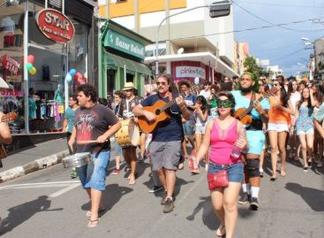 Bloco dos Desbocados faz a folia nas segundas de Carnaval em Itatiba