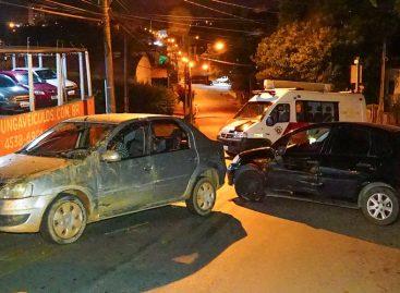 Perseguição a carro roubado termina em colisão na Rua Santo Antonio