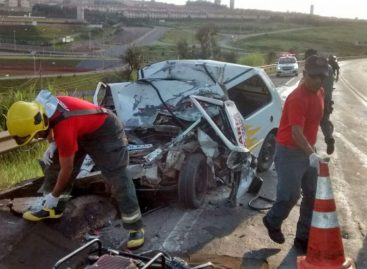 Colisão entre carro e caminhão deixa homem morto na Luciano Consoline