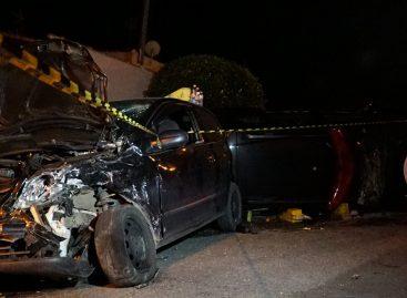 Trio rouba carro e provoca acidente envolvendo viatura do GAP
