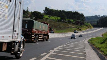 Saída para o feriado registra a passagem de 210 mil veículos pela D. Pedro I