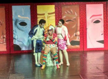 Peça teatral 'Comédia do Coração' será encenada no Teatro Ralino Zambotto neste domingo (09)
