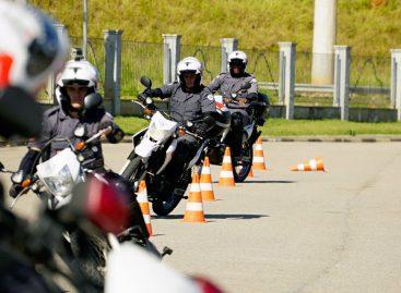Policiais recebem curso de pilotagem defensiva em Itatiba