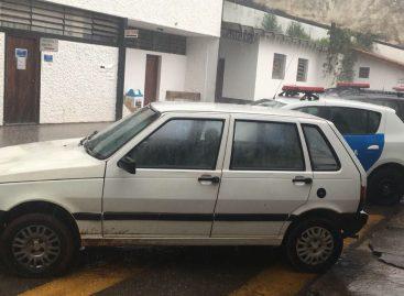 GM prende dupla por receptação e recupera carro furtado