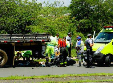 Motociclista morre após bater em traseira de caminhão na Rodovia Engenheiro Constâncio Cintra