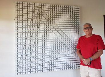 """Projeto """"arte no átrio"""" recebe mostra com obras do pintor britânico Chris Tucker"""