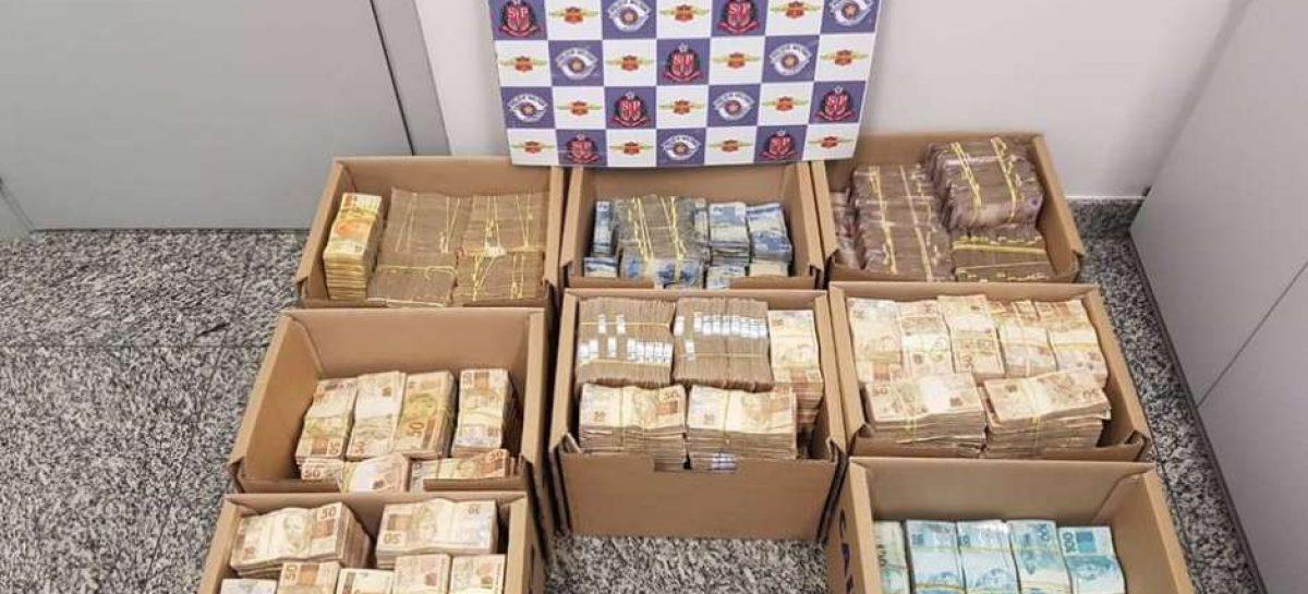 Homens são presos com R$ 3,3 milhões em caixas de papelão em Jundiaí