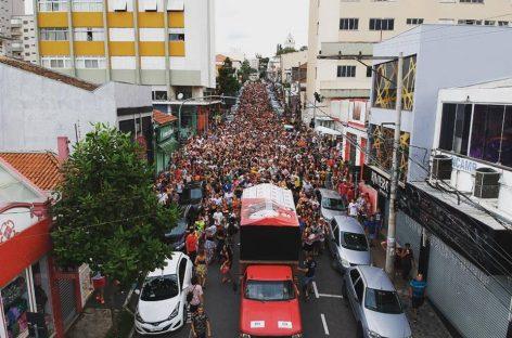 Bloco Namoradeira arrasta multidão no domingo de Carnaval em Itatiba-SP