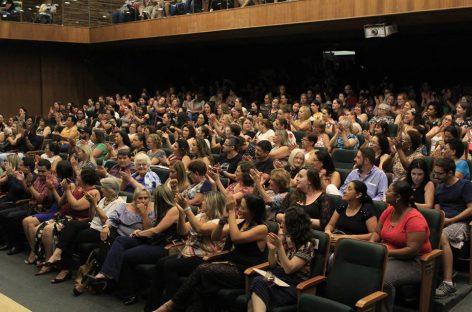 Dia Internacional da Mulher é comemorado no Teatro Ralino Zambotto