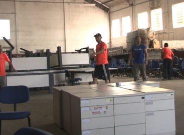 AEASFI realiza Bazar de móveis de escritório
