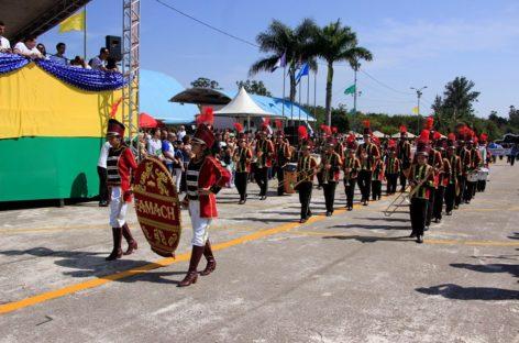 Desfile Cívico de 7 de Setembro reúne várias pessoas no Parque da Juventude