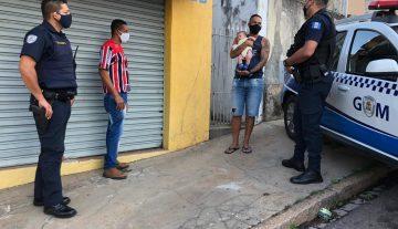 Pai de família que vendia balas no semáforo consegue emprego após ação da GM