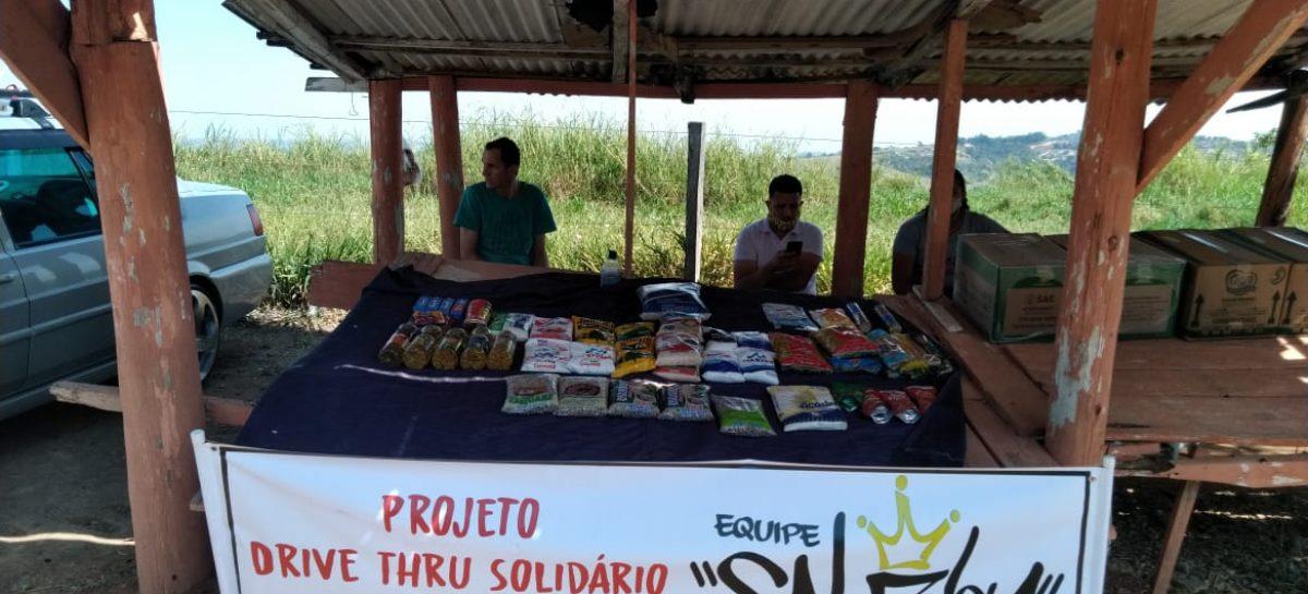 Grupo de amantes de carros modificados realiza Drive Thru Solidário e arrecada alimentos
