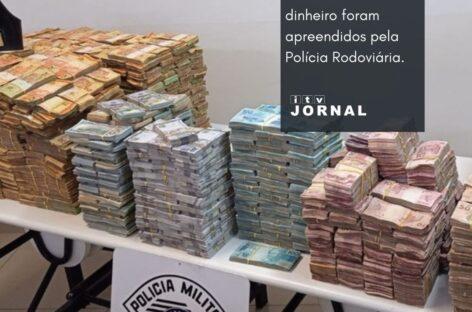 FUNDO FALSO EM CARRETA ESCONDIA R$ 12 MILHÕES EM DINHEIRO